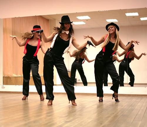 Скачать песню танцуют в зале